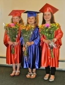 girls_graduate_255